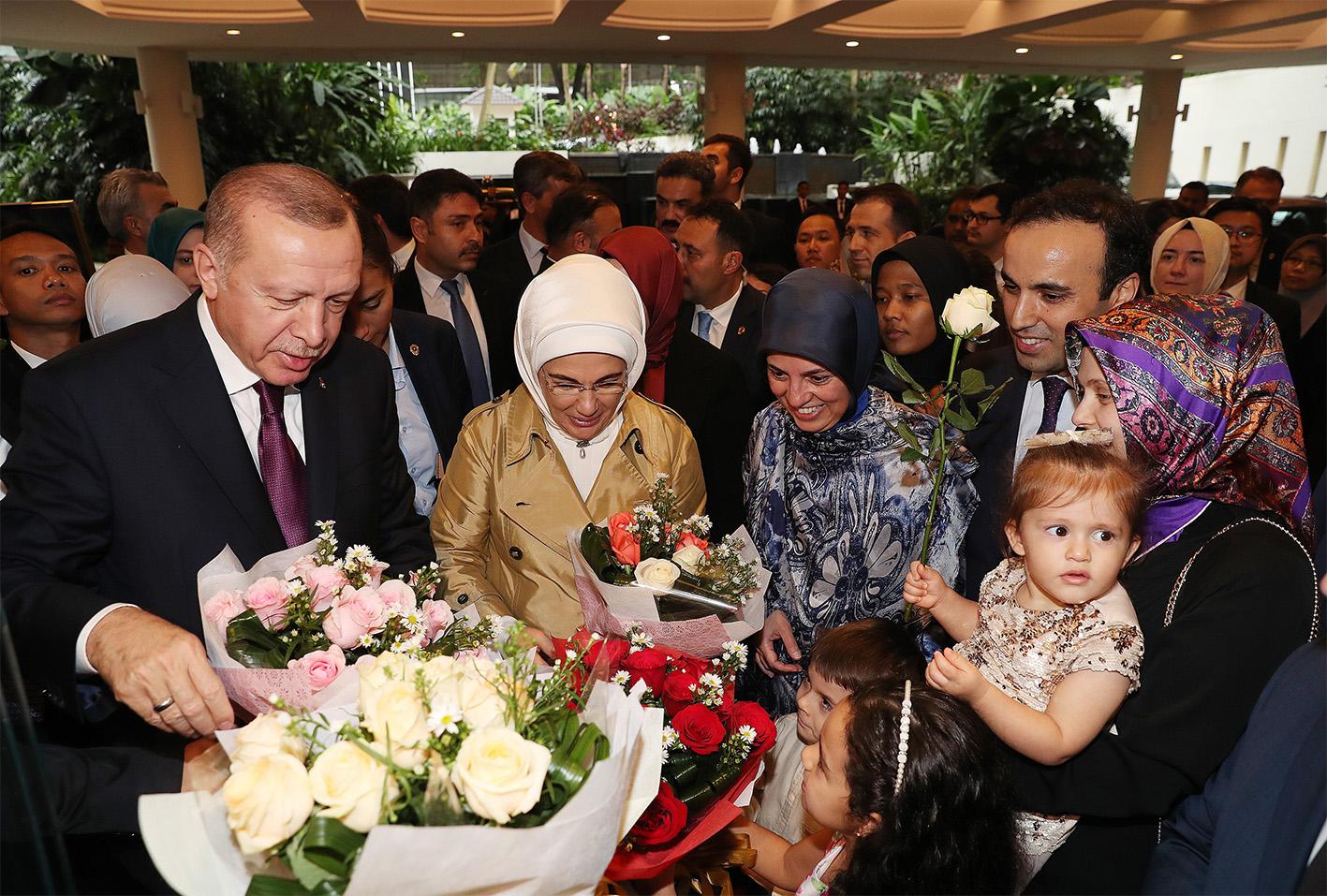 Cumhurbaşkanı Erdoğan'a Malezya'da coşkulu karşılama