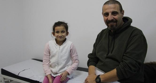 Ailesinin terk ettiği küçük kız, koruyucu babasının desteğiyle sağlığına kavuştu