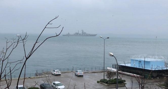 Kadıköy açıklarında demirleyen Rus savaş gemisi görüntülendi