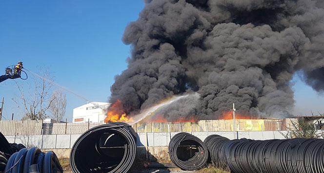 Pendik'te korkutan iş yeri yangını