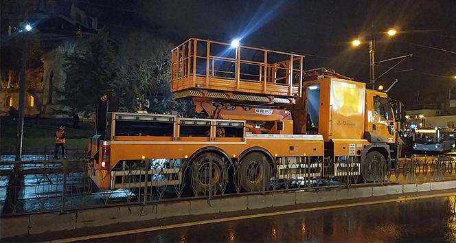 Tramvay hattının katener teli koptu, seferler durdu