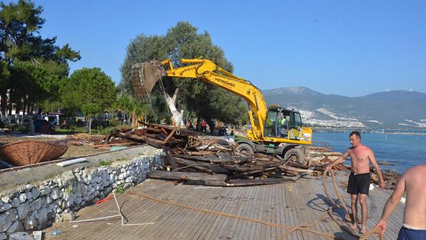 Akbük kıyısındaki kaçak yapılar yıkılıyor