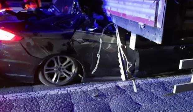 Ankara'da otomobil TIR'a çarptı: 2 ölü