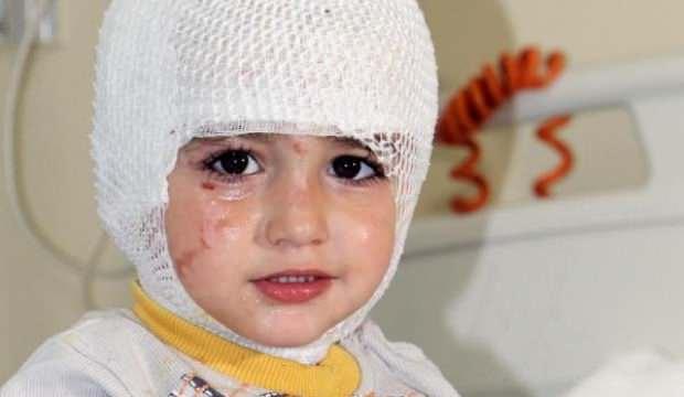 Başına çay dökülen çocuk yandı!