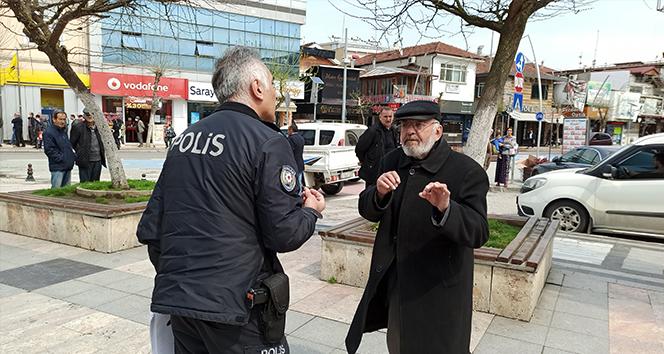 Dede sokağa çıktı polis ile tartıştı. '82 yaşındayım böyle bir şey görmedim'