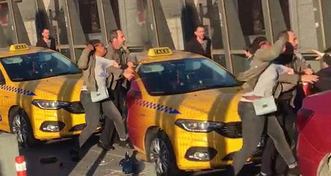 """Kadın yolcudan taksiciye """"şarj aleti"""" dayağı"""