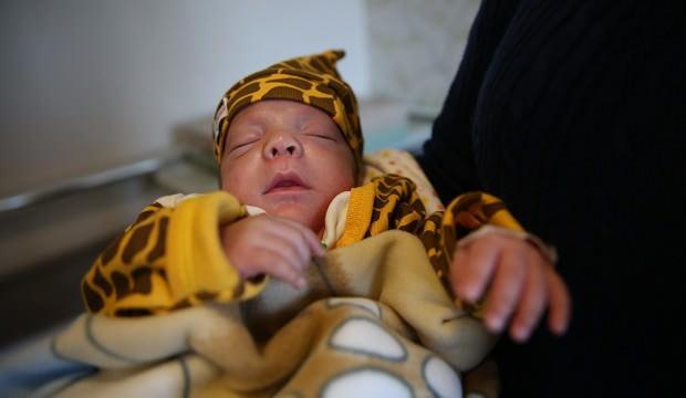 Minik bebekten sevindiren haber! 'Bir ilk yaşandı'