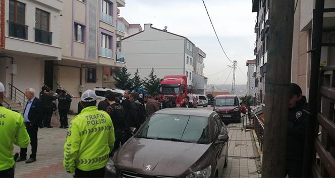 Müteahhitle apartman sakinlerinin koku kavgası kanlı bitti: 2 ölü, 1 yaralı