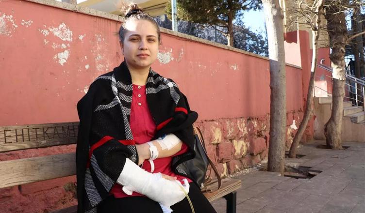 Tayini çıkan sağlık memuru kadın, kayınpederi tarafından bıçaklandı