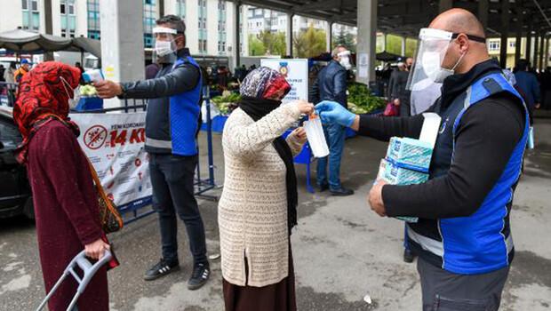 Ankara'da semt pazarında koronavirüs önlemi