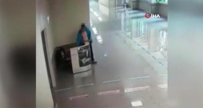 Korona günlerinde doktor ve hemşirelerin çantalarını çalan vicdansız hırsız kamerada