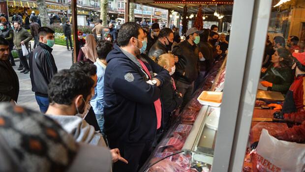 Fatih'te sosyal mesafesiz ramazan alışverişi
