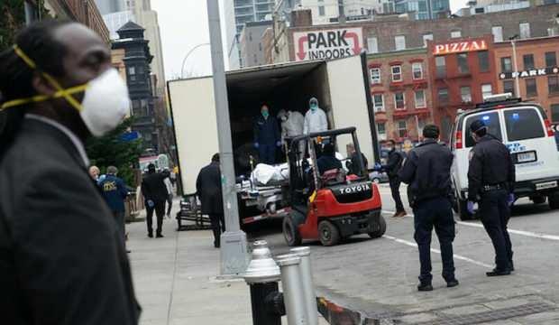 Günlerdir sokakta bekletilen cesetler kamyonlarda bulundu!
