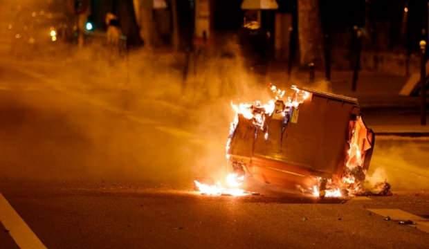 Koronavirüs dinlemediler! Fransa yangın yeri!