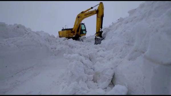 Muş'da, Nisan ayında 7 metrelik kar yağdı