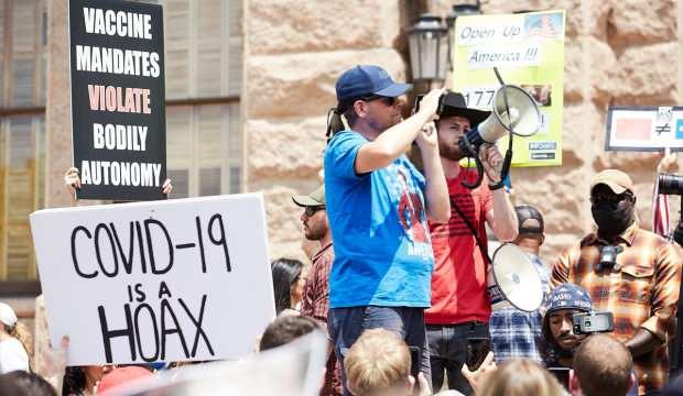 Texaslılar korona tedbirlerine isyan etti