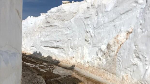 Vali paylaştı: Metrelerce kar! Neresi olduğunu öğrenince çok şaşıracaksınız