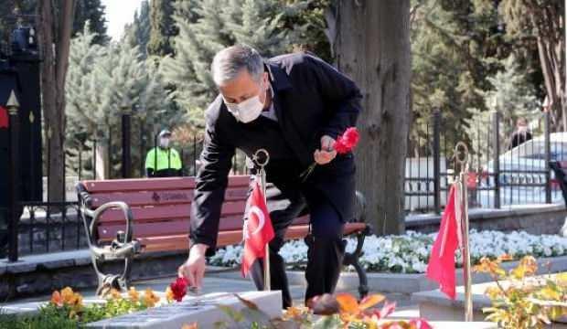 Vali Yerlikaya Edirnekapı Şehitliği'ni ziyaret etti