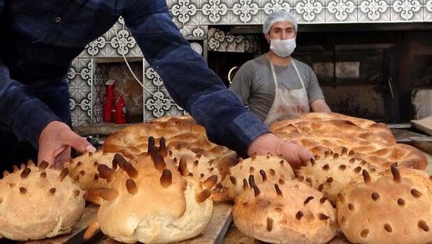 """Ürettiği ekmeğe """"Covid-19"""" şeklini verdi"""
