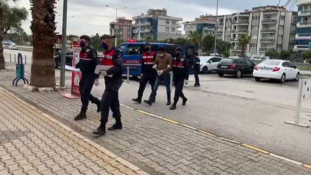 9 yıldır 15 suçtan aranıyordu! Suç makinesi İzmir'de yakalandı