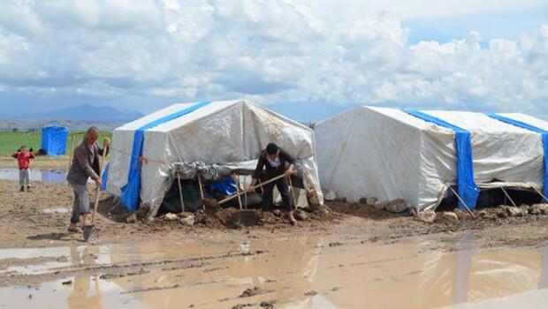 Aksaray'da sel; tarım işçilerinin çadırlarını su bastı