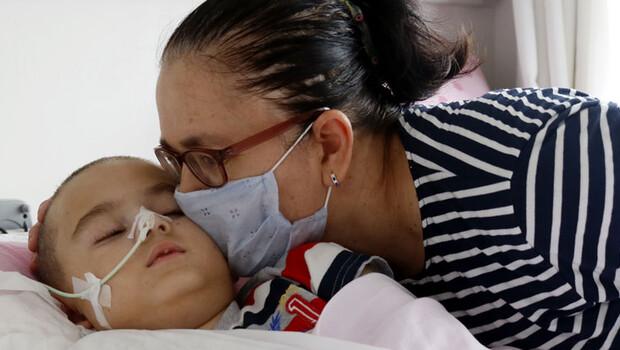 ALD hastası Mahmut Ali'nin gözü kulağı annesi… 'Oğlumu kaybetmeye hazır değilim'