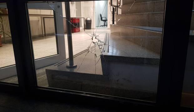 Almanya'da camiye taşlı saldırı