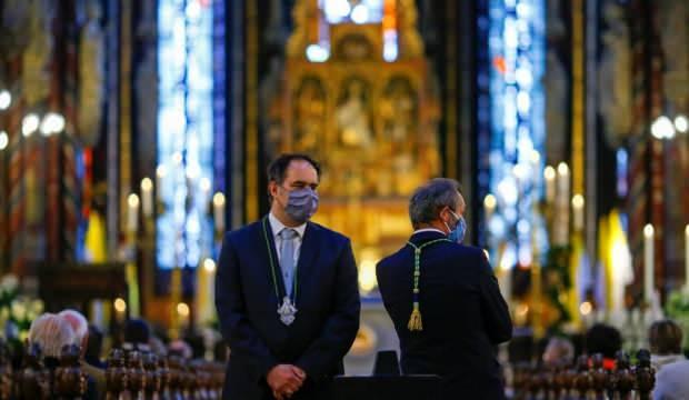 Almanya'da kiliseler cemaatle ibadete başladı