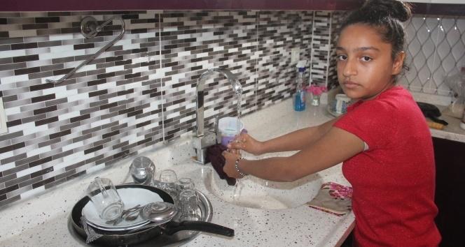 'Annesizlik böyle bir şey' diye ağlayan kız çocuğunun anneler günü hüznü