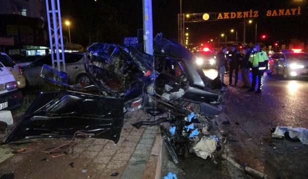 Antalya'da araç hurdaya döndü: 1 ölü 1 yaralı