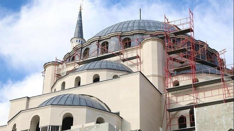 Arnavutluk'ta Namazgah Camisi'nde iki molotofkokteyli bulundu