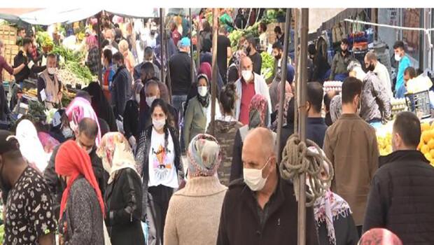 Beylikdüzü'ndeki pazarda dikkat çeken kalabalık