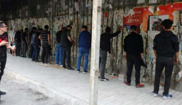Beyoğlu'nda gezen 13 kişiye para cezası