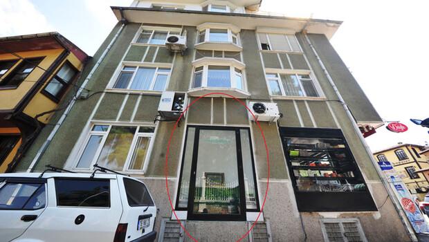 Bu apartmanın önünden geçenler dua ediyor! Türbenin üzerine 5 katlı apartman…