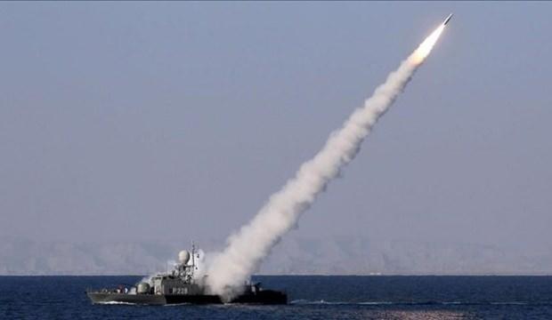 İran donanması kendi gemisini vurdu: En az 40 ölü