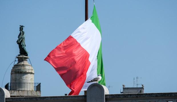 İtalya'da çalışanlar, koronavirüs nedeniyle iki aydır maaş alamıyor