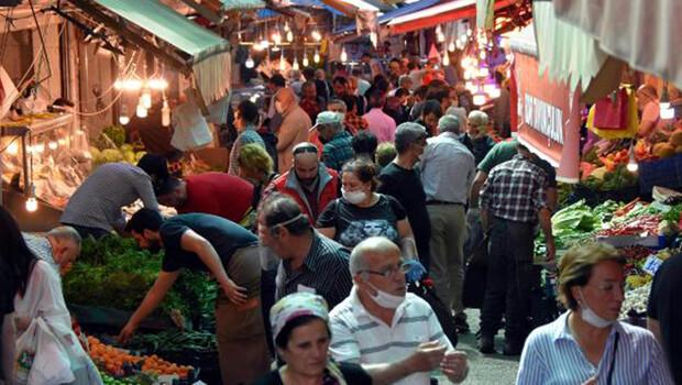 İzmir'de kısıtlamanın ardından caddelerde yoğunluk yaşandı