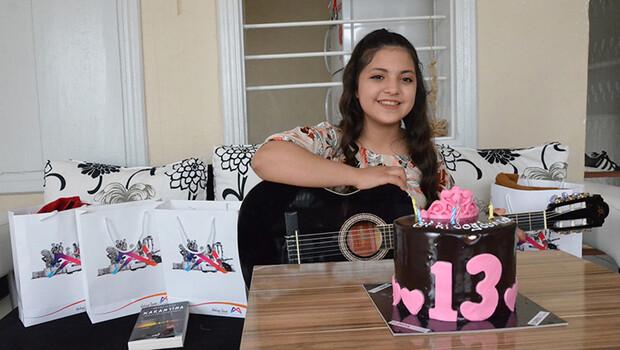 Kalp hastası Ceren'in gitar hayali, doğum gününde gerçek oldu