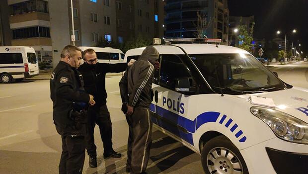 Kamyonet çalan hırsızlar polisten 20 dakika kaçabildi