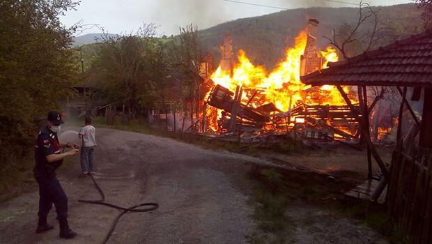 Kastamonu'da çıkan yangında engelli bir kişi yaşamını yitirdi