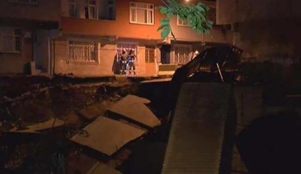 Korkutan göçük! Binalar boşaltıldı, sokak kapatıldı…