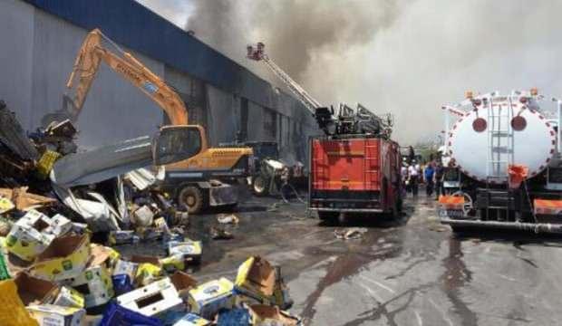 Mersin'de korkutan fabrika yangını