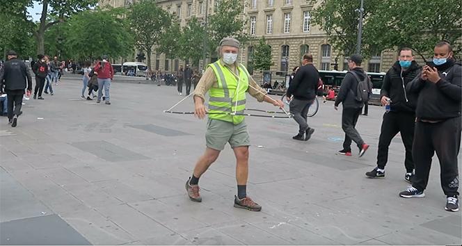 Paris sokakları salgına rağmen kalabalık