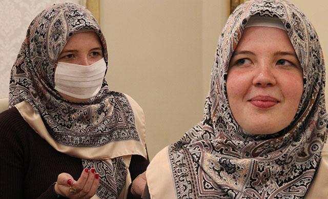 Ramazan ayından etkilendi, Müslüman oldu
