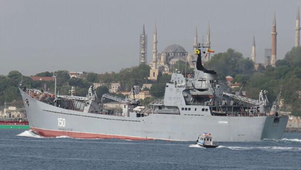 Rus savaş gemisi İstanbul Boğazı'ndan görüntülendi