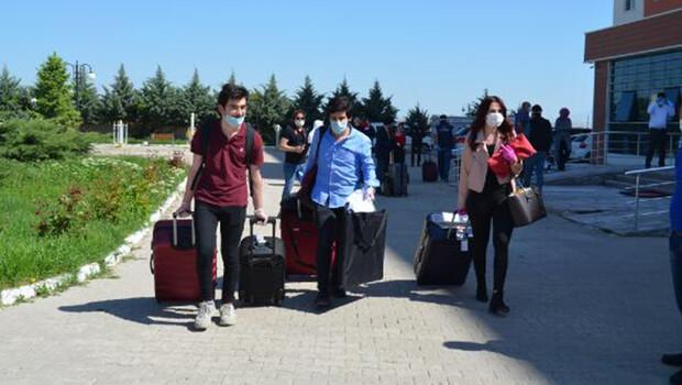 Rusya'dan Aksaray'a getirilen 98 kişi, memleketlerine uğurlandı