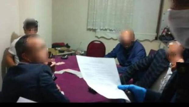 Sakarya'da kumar oynanan eve baskın; 22 bin lira 'sosyal mesafe' cezası