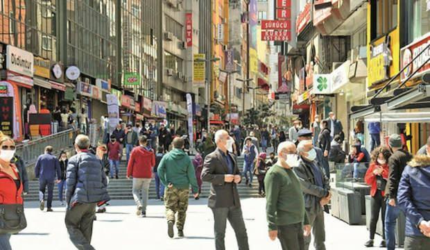 Sanki salgın bitmiş: İstanbul sokağa döküldü!