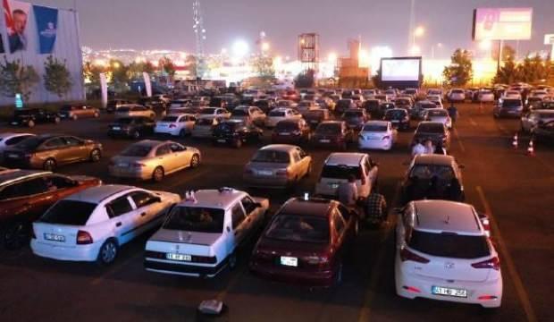 Sinemaseverler 'Arabada sinema' etkinliğinde buluştu