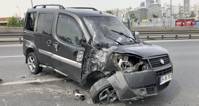 Sokağa çıkma kısıtlamasında kaza yapan gençlere araç sahibi babadan ikinci şoke